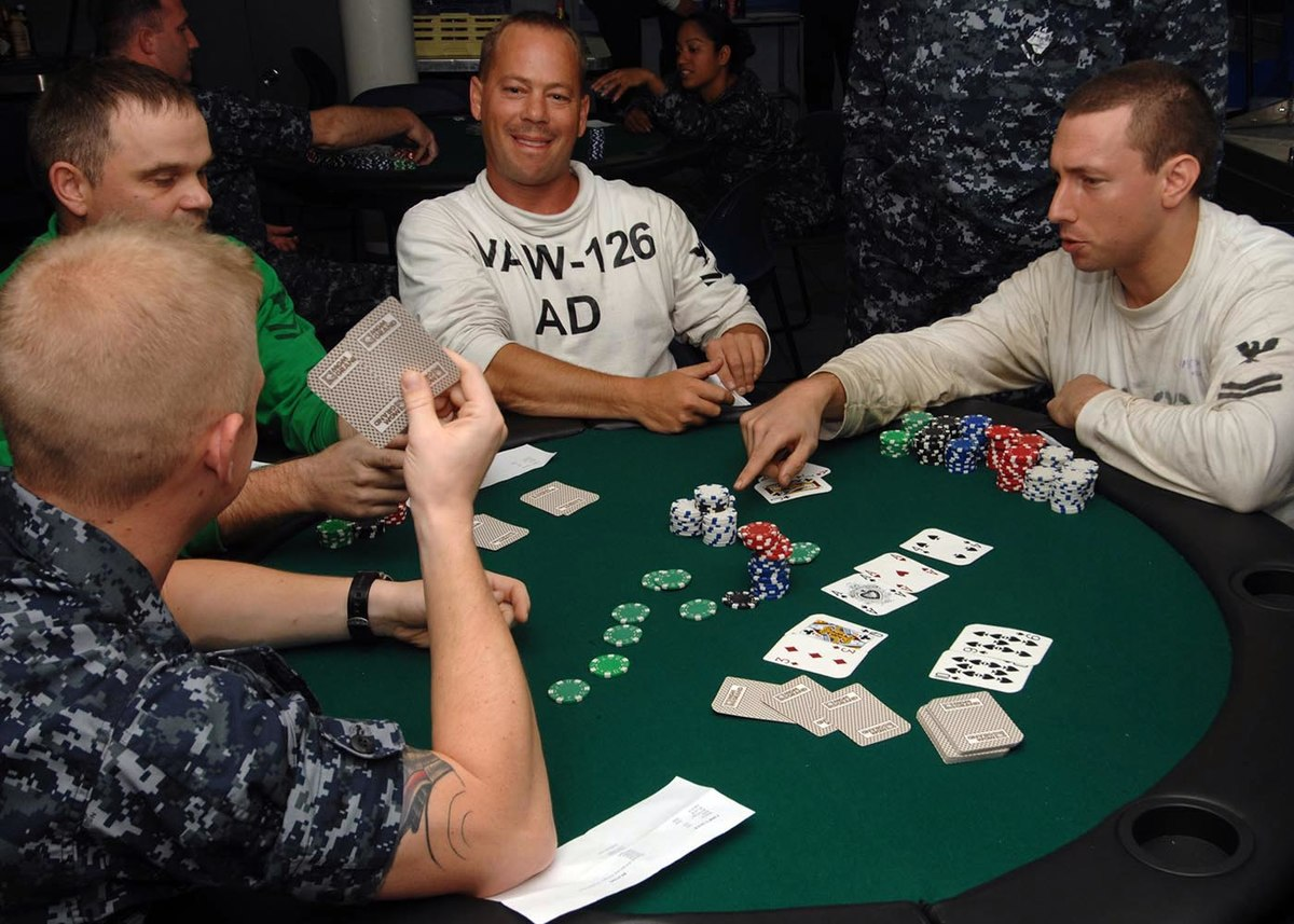 How to become a master in online poker?